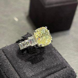 Cushion ring diamond of 5.20 cts 《Edouard Nahum